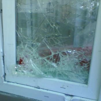 разбитый стеклопакет 1