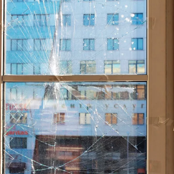 разбитый стеклопакет 2