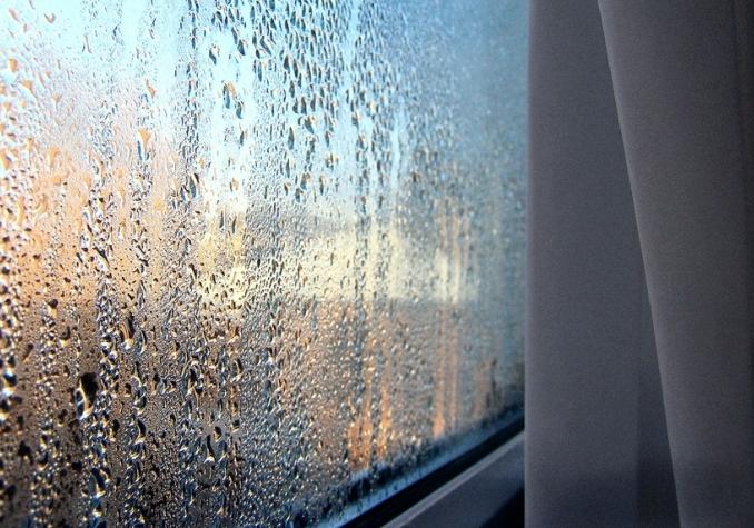 капли на пластиковых окнах